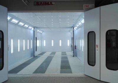 Oświetlenie LED pionowe w kabinie lakierniczej, boczne ściany oraz na tylnej ścianie