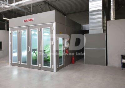 Kabina lakiernicza SAIMA dla serwisu lakierniczego OPEL widok drzwi serwisowe Krystal