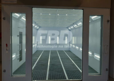 Kabina lakiernicza SAIMA, drzwi Krystal i oświetlenie LED
