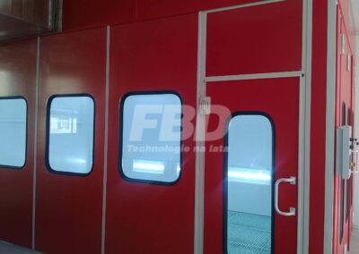 Kabina lakiernicza specjalistyczna, drzwi boczne przeszklone