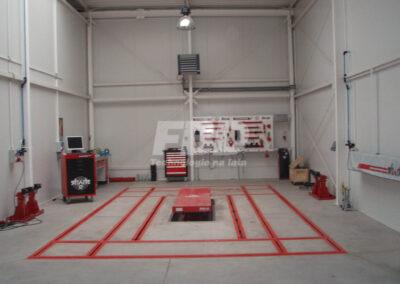 Podłogowa rama naprawcza KOREK oraz elektroniczny system do pomiaru płyty podłogowej SHARK