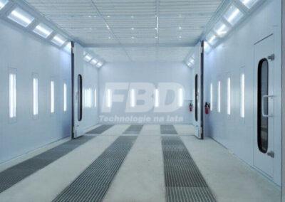 Przemysłowa kabina lakiernicza dzielona, wewnątrz, otwarte drzwi