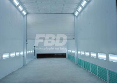 Przemysłowa kabina lakiernicza wielkogabarytowa, drzwi rolowane wewnątrz