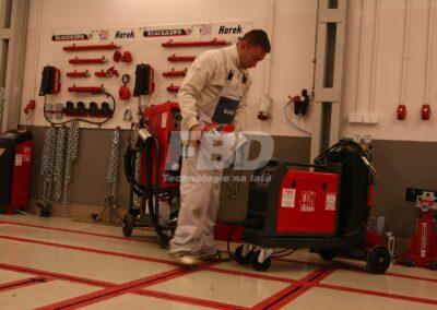 Przygotowanie do naprawy blacharskiej, wyposażenie blacharni