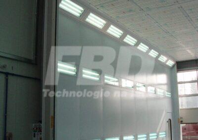 Wielkogabarytowa kabina lakiernicza SAIMA, układ potrójnego oświetlenia bocznego